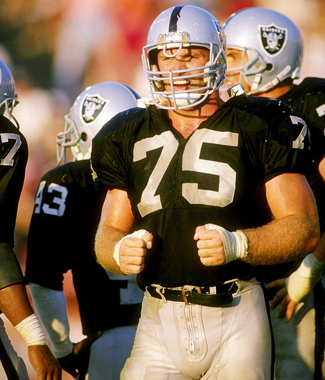 Before he became a TV analyst, Howie Long was known as one of the best defensive ends in NFL history. He played 13 seasons for the Raiders, collecting 91.5 sacks, eight Pro Bowl selections and one Super Bowl ring (XVIII).