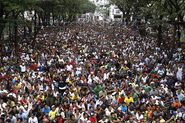 Thousands of rabid Pacquiao fans turned out for the free public viewing near Marikina City Hall and the City Hall Quadrangle.