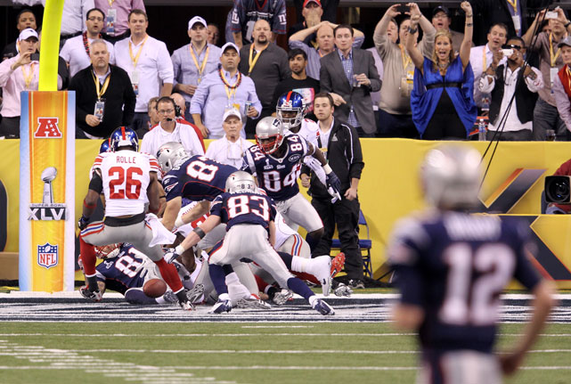 Brady watches as his last-second Hail Mary falls to the ground, giving the Giants a 21-17 victory in Super Bowl XLVI.