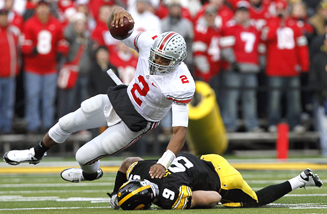 Ohio State's quest for a sixth straight Big Ten title lives to see another week. The Buckeyes trailed 17-10 early in the fourth quarter, but a Devin Barclay 48-yard field goal narrowed the gap, and Terrelle Pryor engineered a 76-yard drive (including a key 14-yard scramble on fourth down) to take the lead. The Buckeyes are tied with Wisconsin and Michigan State atop the Big Ten standings and close against rival Michigan.