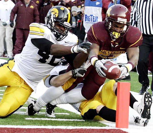 The Floyd of Rosedale Trophy has changed hands for the first time in four years. Iowa (7-5, 4-4 Big Ten) closed a disappointing season in fitting fashion, dropping its third straight game by four points or fewer. Duane Bennett scored the go-ahead touchdown with 4:31 remaining and DeLeon Eskridge (pictured) delivered 95 rushing yards and a score for Minnesota (3-9, 2-6).