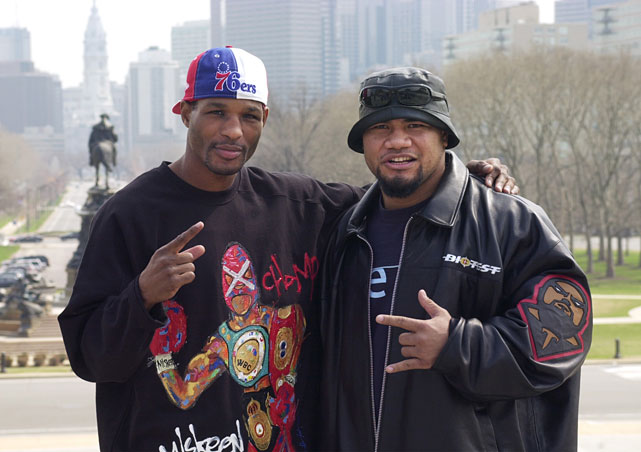 Hopkins returned to Philadelphia for his 16th title defense against France's Morrade Hakkar at the since-demolished Spectrum. David Tua (right) met Hasim Rahman in the co-feature bout.