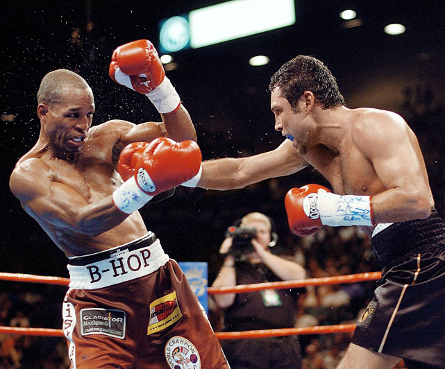 Hopkins dominated the early rounds with shrewd counterpunching and defensive savvy, frustrating the overwhelmed De La Hoya.