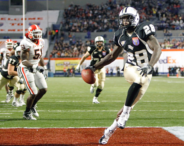 Latavius Murray scored on a 10-yard touchdown run with 9:01 left, and Central Florida held on to beat Georgia in the Liberty Bowl, capping the best season in school history with the program's first postseason victory. The Knights (11-3) had never won more than 10 games in a season and had lost their first three bowl games. The Bulldogs (6-7) snapped a four-game bowl winning streak with its first loss since the 2006 Sugar Bowl.
