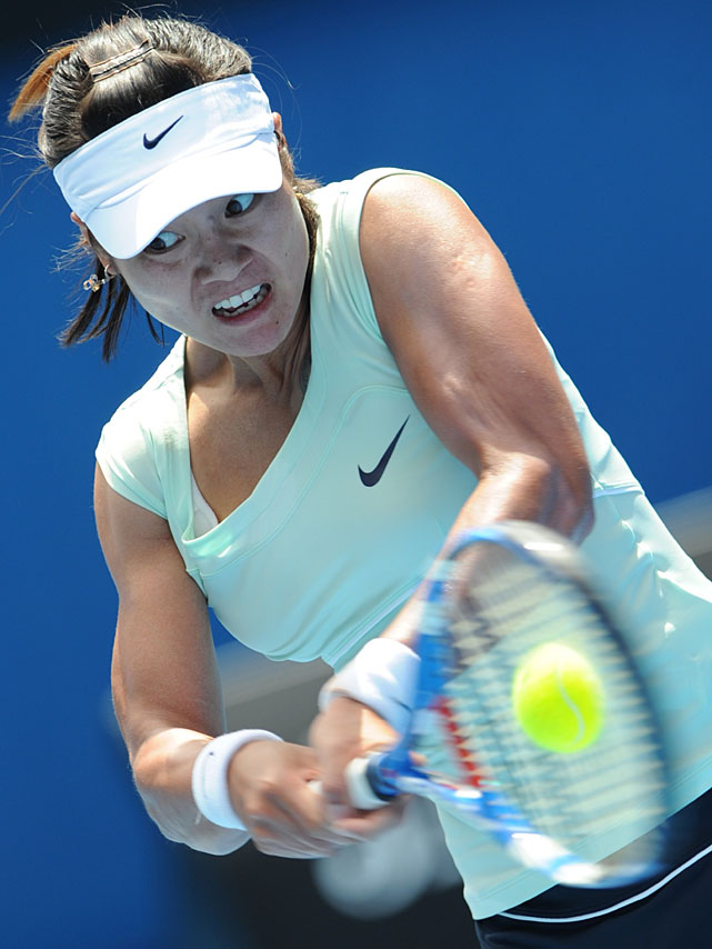Li returns to Wozniacki during Thursday's semifinal.