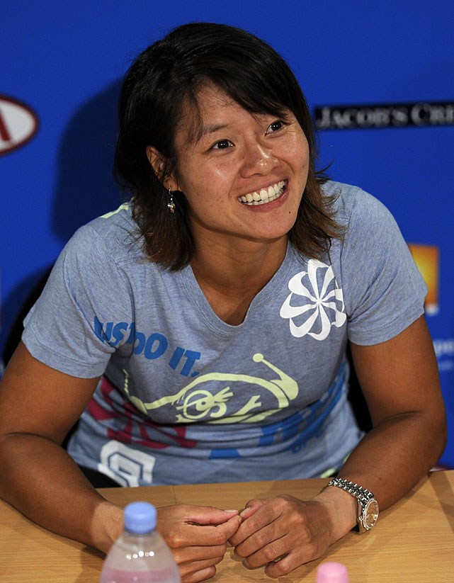 Li speaks at her post-match news conference.