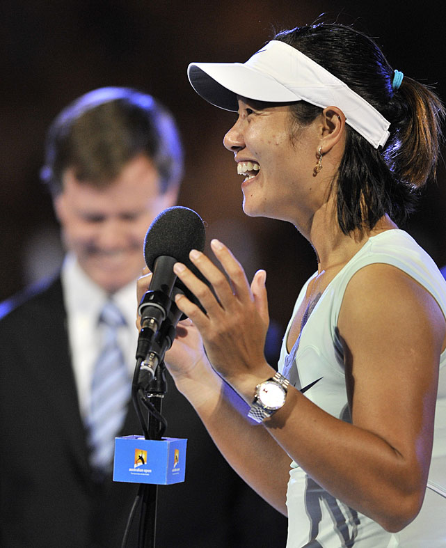 Li speaks to the crowd after accepting her runner-up trophy.