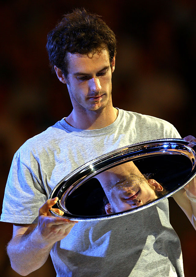 Murray poses with the runners-up trophy.