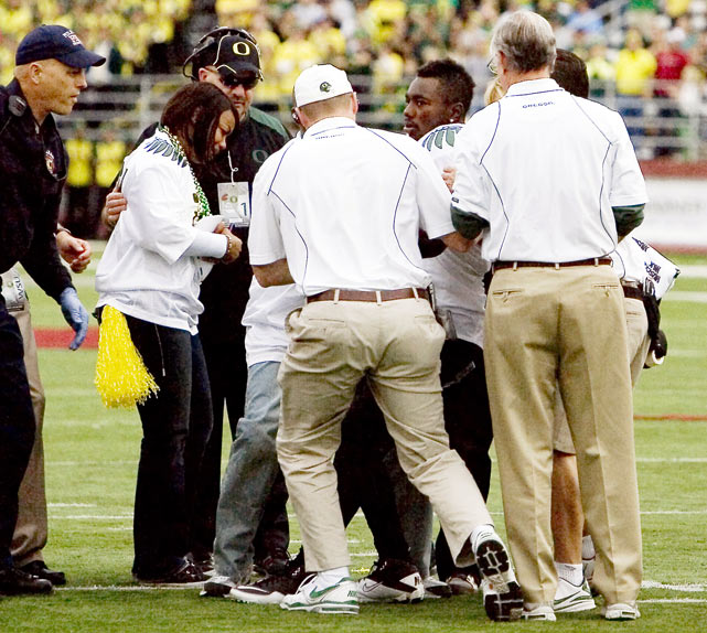 Injuries marred the Ducks' 43-23 victory over the Washington State Cougars as running back Kenjon Barner was taken off the field in an ambulance and quarterback Darron Thomas left the game with an injured shoulder.  Neither injury would prove serious: Thomas would return the next week and Barner would only miss the next two games.