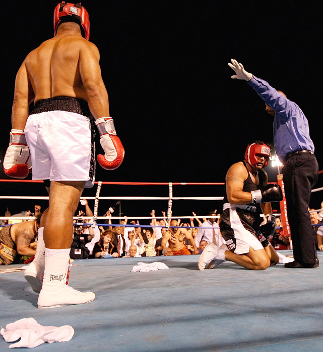 Ostracized from the baseball community, Canseco turned to fighting. In May 2008, he challenged former Philadelphia Eagle Vai Sikahema to a $30,000 boxing match. Despite claiming he had martial arts experience, Canseco was hastily knocked out in the first round.