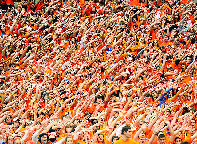 The Syracuse crowd of 33,736 was up for the Big East showdown between Villanova and the Orangemen at the Carrier Dome. Villanova left with an 83-72 victory.