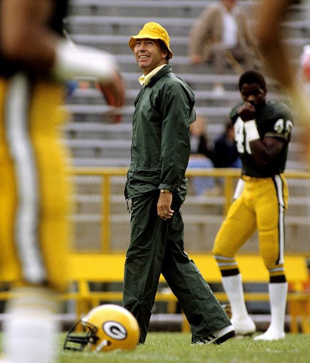 Head coach Bart Starr leads his playoff troops through drills before a game against the Chicago Bears in 1963.