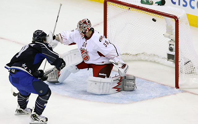 The Colorado center beat Carolina's Cam Ward to close out a wild opening period.
