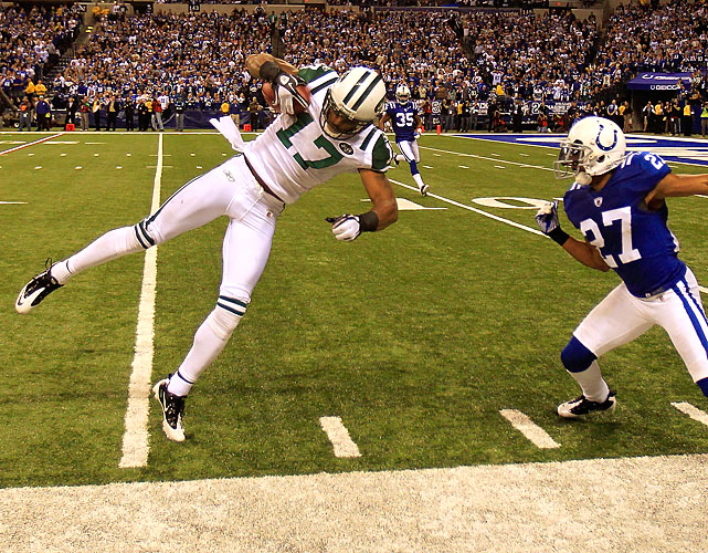 Braylon Edwards pulled down two catches for 27 yards in the Jets' game-winning drive -- including this balletic reception down the sideline with 30 seconds left, vaulting the Jets into chip-shot field-goal range.