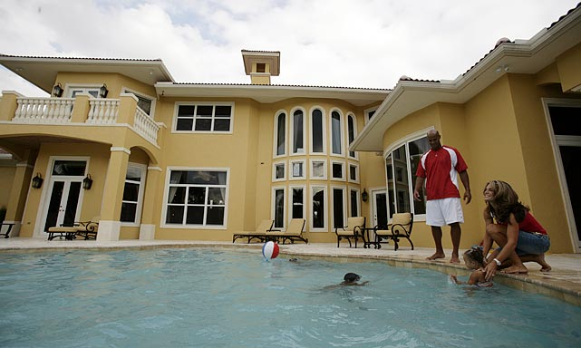The longtime Dolphins defensive end lived in this Miami home.