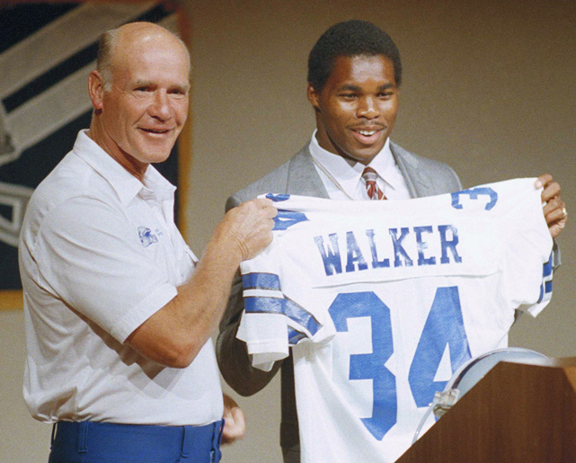 Walker proudly displays a Dallas Cowboys jersey with head coach Tom Landry at an August 1986 press conference. Walker was drafted in the fifth round of the 1985 draft, scored 14 touchdowns in his first season in 1986, and went on to make two Pro Bowls with Dallas, in 1987 and 1988.