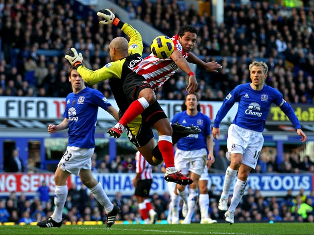 Kieran Richardson of Sunderland challenges Tim Howard of Everton during a Barclays Premier League match at Goodison Park on Feb. 26 in Liverpool.