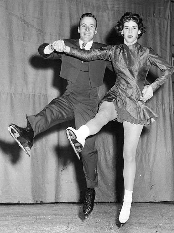 Older sister to Laurence Owen, Maribel Owen and her skating partner, Dudley Richards, won the 1961 U.S. pairs national championship and were slated to skate at the 1961 worlds.  Maribel Owen was 20 at the time of her death; Richards was 29.