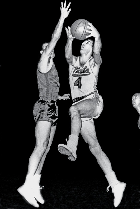 A so-so regular season one year after a league-best 51-13 didn't keep Dolph Schayes and Co. from beating the top-seeded Philadelphia Warriors in the first round of the playoffs and nearly upending the New York Knicks in the Eastern Division finals.