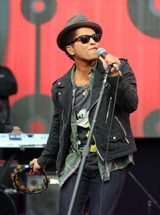 "Bruno Mars gave all the ""beautiful girls"" something to cheer for at the start of Sunday's festivities."