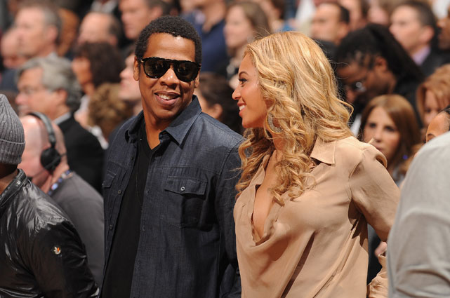 Fresh off his meeting with Carmelo Anthony on Saturday, Hova enjoyed the game with his wife Beyonce.