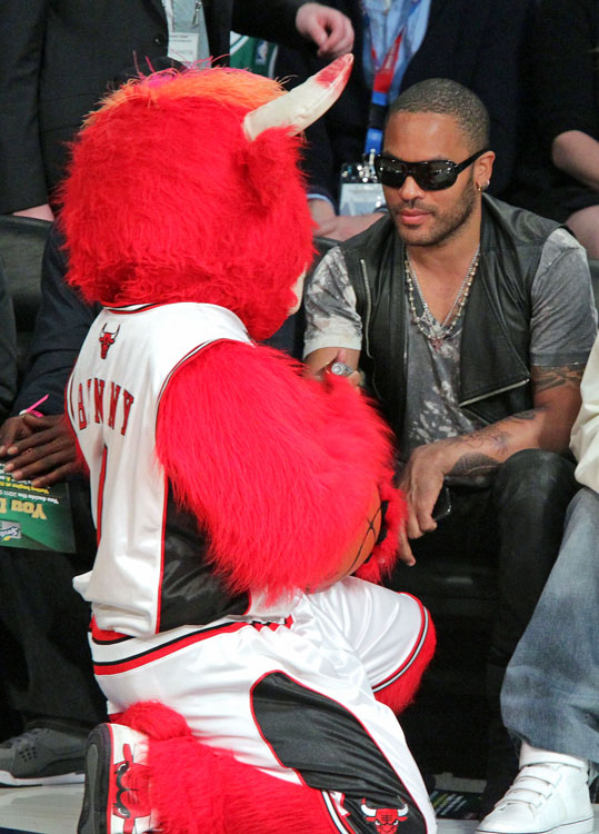 "Kravitz had a special bonding moment with ""Benny the Bull"" at Staples Center. Charming."