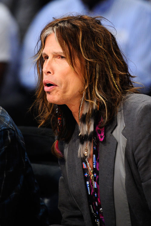 "Steven Tyler took a break from judging ""American Idol"" to watch some hoops."