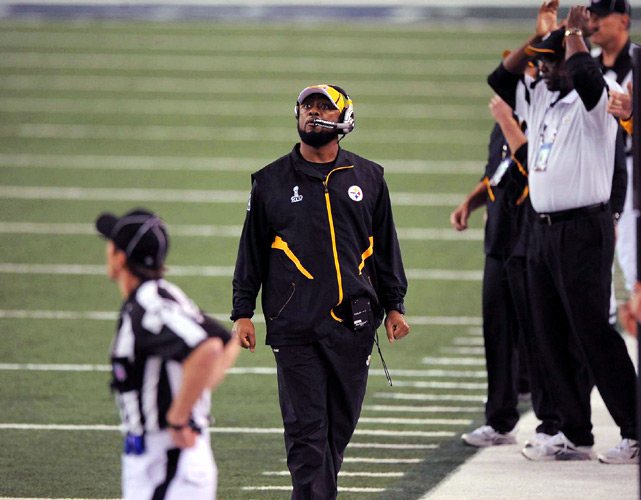 Steelers head coach Mike Tomlin looks up at the Cowboys' JumboTron following a Packers touchdown in the second quarter.