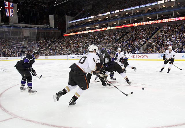 In the first NHL games ever played in Europe, the defending Stanley Cup champion Anaheim Ducks fell to the Los Angeles Kings in front of a sellout crowd at London's O2 Arena.