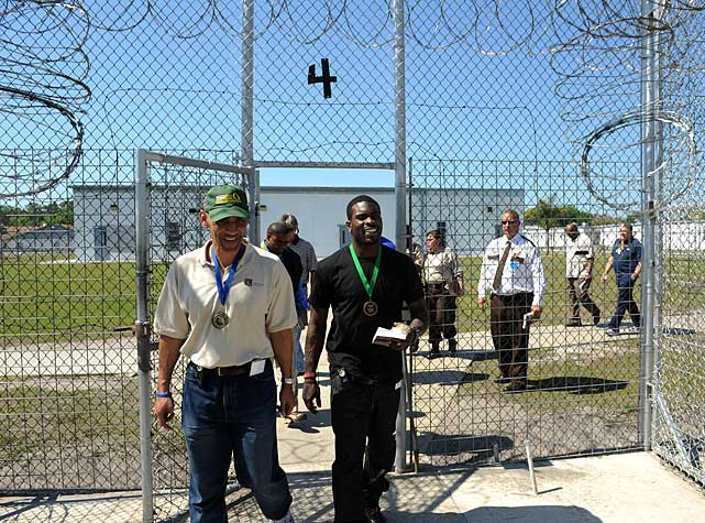 Vick went to the prison with his adviser Dungy and volunteers from Abe Brown Ministries, the prison-ministry group with which Dungy has worked for in the past.