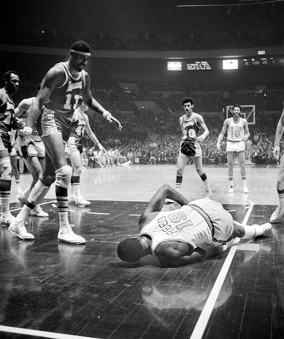 No one knew if Willis Reed would play in Game 7 of the 1970 NBA Finals against the Los Angeles Lakers after suffering a severe muscle tear in his thigh. But Reed was in the starting lineup, scored the first four points -- his only in the game -- and played a crucial 27 minutes of defense on Wilt Chamberlain to help lift the Knicks to their first title.