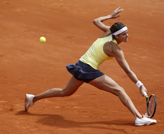 Julia Goerges returns the ball to Marion Bartoli.