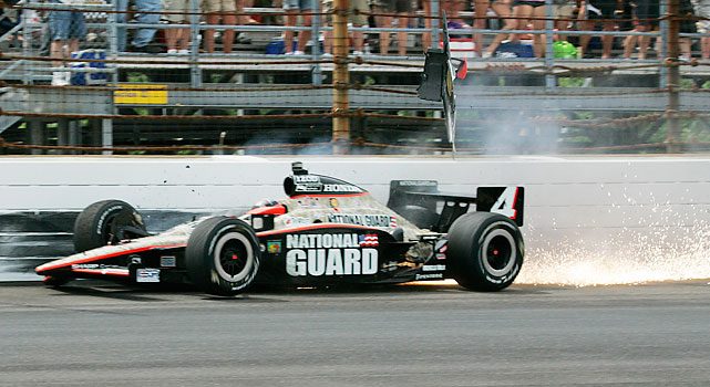 JR Hildebrand crashes into the wall on the final lap of the Indianapolis 500.