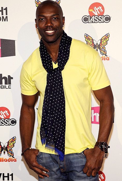 Equal parts Buffalo and Barbados, T.O. pulls out the cross-seasonal scarf and t-shirt combo at the VH-1 upfronts in New York.