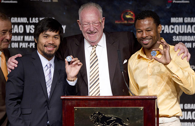 Pacquiao and Mosley pose with Las Vegas mayor Oscar Goodman, who presented them with chips to the city before Wednesday's final pre-fight news conference.