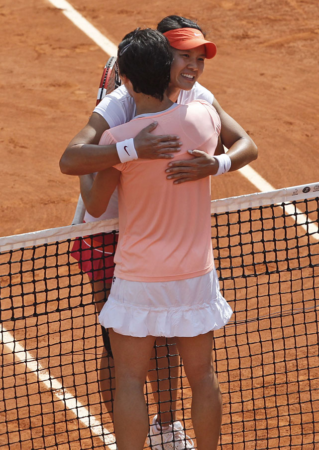 Li Na (left) and Francesca Schiavone hug at the net after match point.