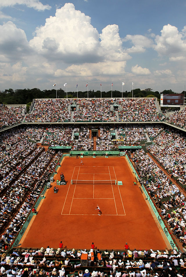 China's Li Na serves to Italy's Francesca Schiavone during Saturday's women's singles final at the French Open.