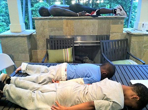 Nate Robinson of the Oklahoma City Thunder joins the planking frenzy.