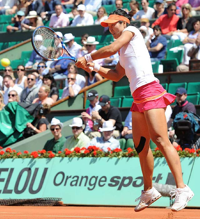 Li Na hits a return to Maria Sharapova. Li finished with 24 winners, twice as many as Sharapova.