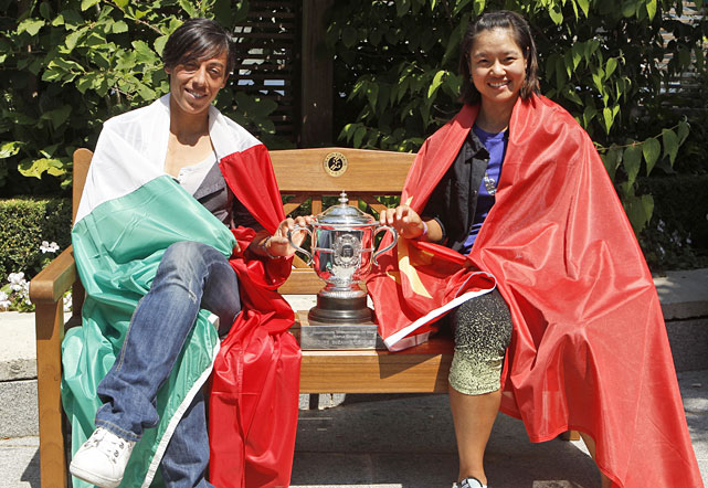 Clad in their respective national flags, Italy's Francesca Schiavone and China's Li Na pose with the French Open trophy on Friday at Roland Garros.