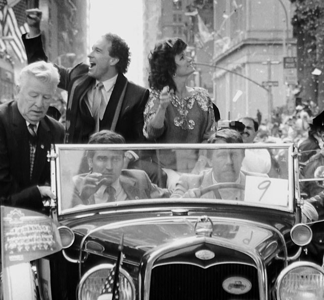 The couple rides in a car traveling down Broadway during the Mets' victory parade.