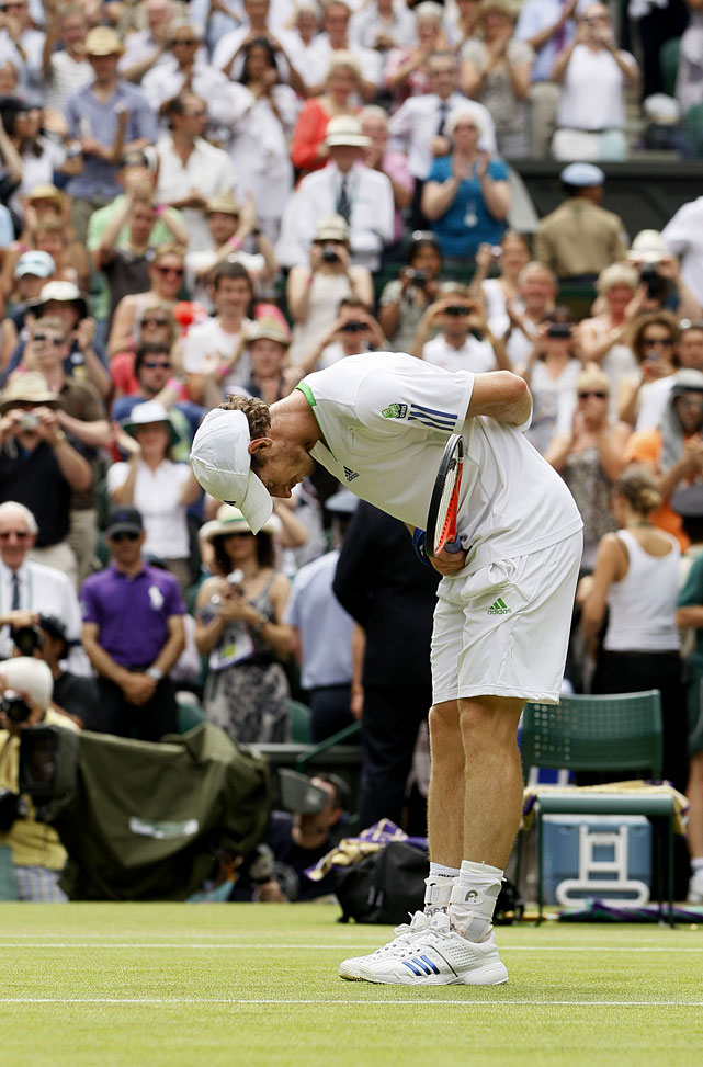 Andy Murray bows to the crowd after defeating France's Richard Gasquet.