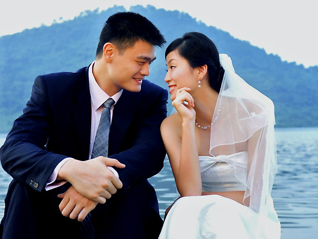 Yao Ming and wife Ye Li pose for a wedding photo in Lin'an, China.