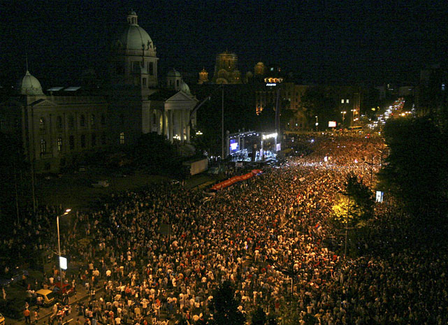 A crowd of nearly 100,000 turned out Monday at a welcoming ceremony for Novak Djokovic on the steps of the House of the National Assembly in Belgrade, Serbia. The hero's welcome came following Djokovic's triumph at Wimbledon and on his first day as the world's top-ranked tennis player.