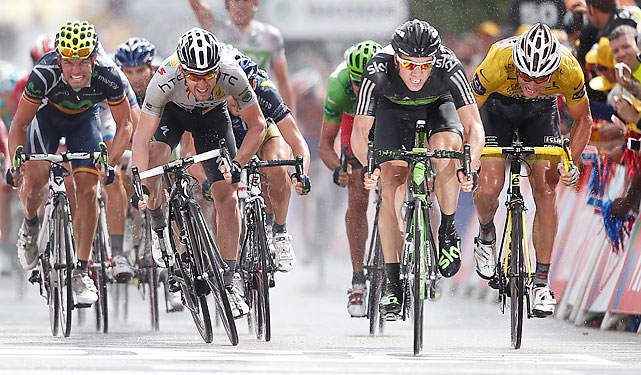 Norway reigned in this sprint finish. Edvald Boasson Hagen (black jersey) won his first career stage, while Thor Hushovd placed third and retained his yellow jersey.