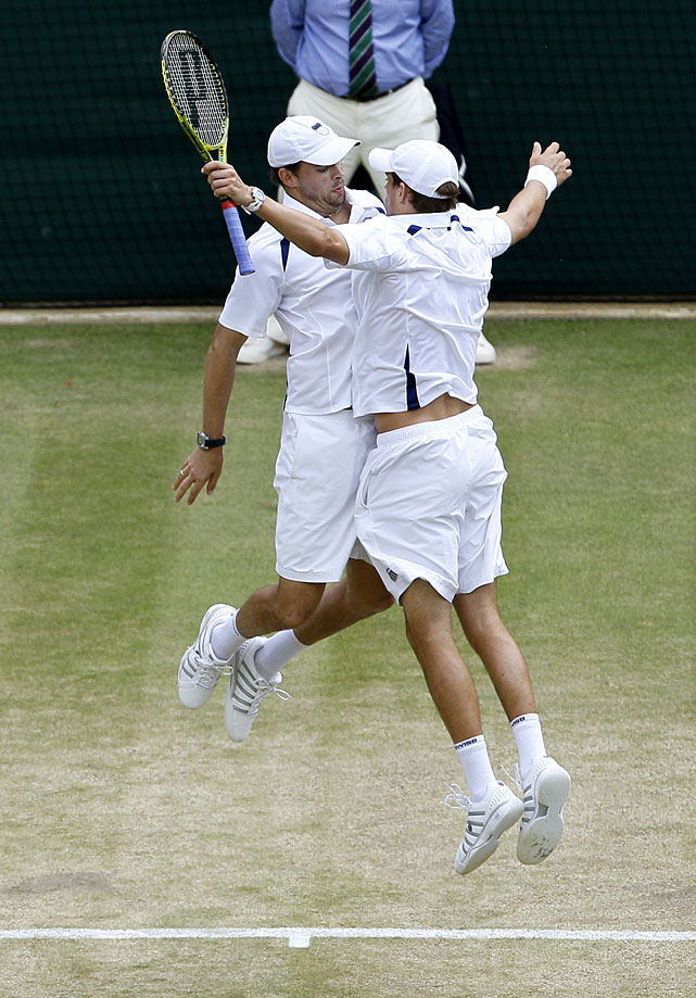 Bob Bryan (left) and Mike Bryan (right) celebrate a point during their men's doubles semifinal against France's Michael Llodra and Serbia's Nenad Zimonjic.