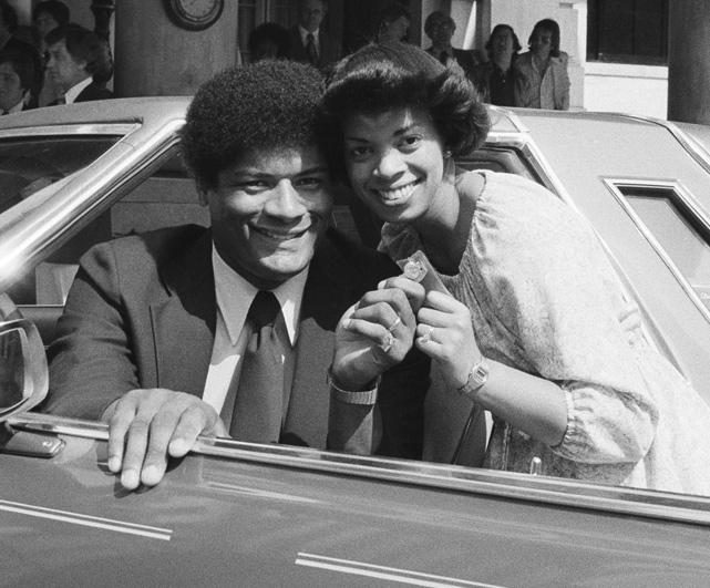 Wes Unseld and his wife Connie hold the keys to the new Thunderbird he was given for being named Sport Magazine's most valuable player.