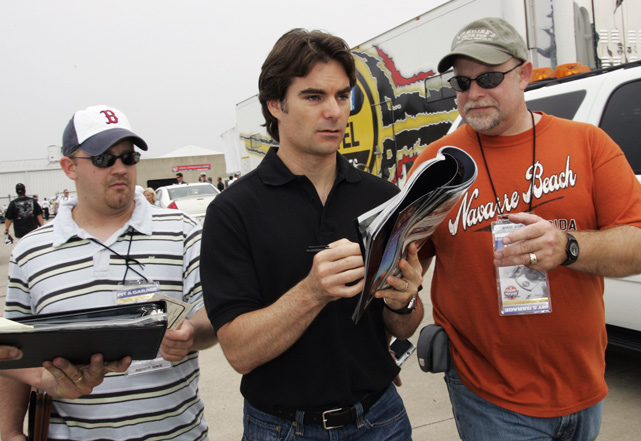 Fans ask Gordon for autographs before the start of practice in 2007.