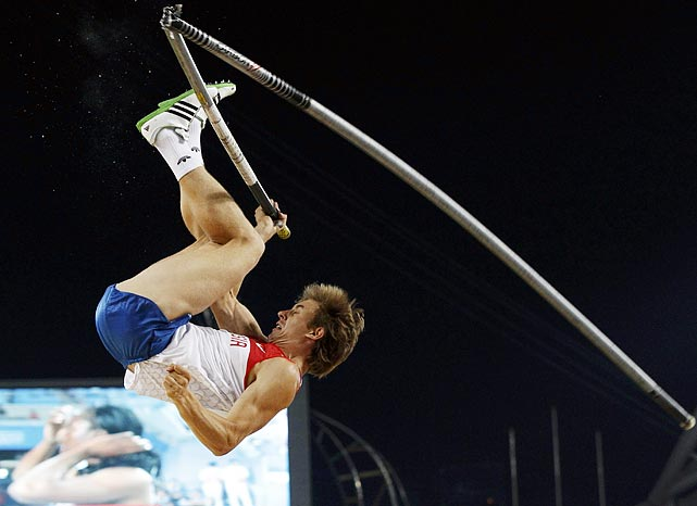 Unfortunately, Russia's Dmitry Starodubtsev does not have as much luck as Janson, and breaks his pole during the men's pole vault final at the IAAF World Championships.