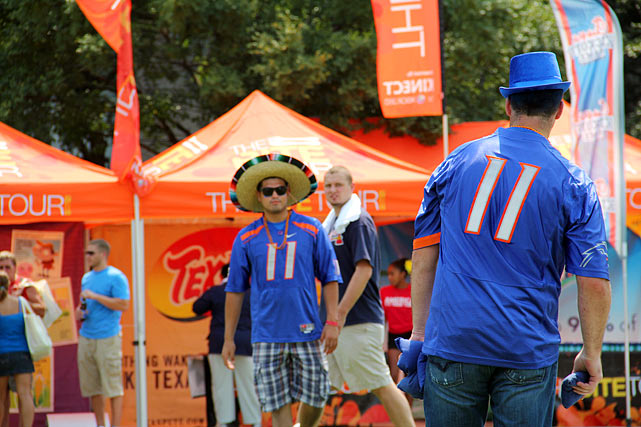 Boise State fans stay loose before kickoff.